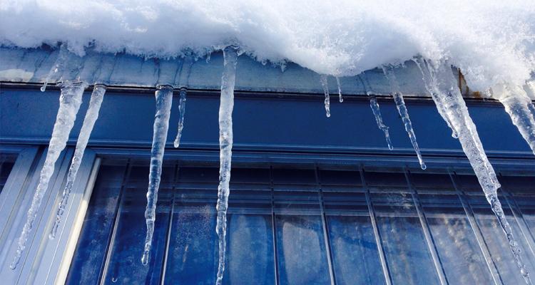 Cómo aislar las ventanas en invierno con láminas de protección solar