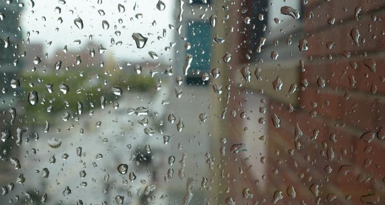 Cómo aislar las ventanas correctamente este otoño con láminas aislantes